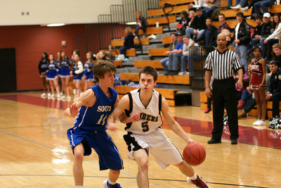 020113 AHS Varsity Mens BB vs South Forsyth 028