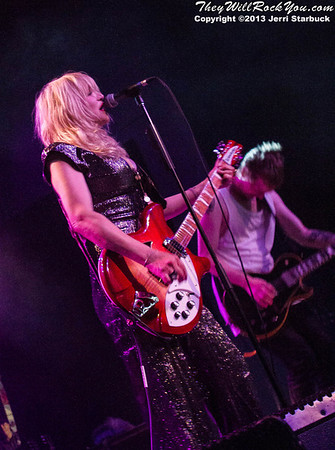 Courtney Love Performs