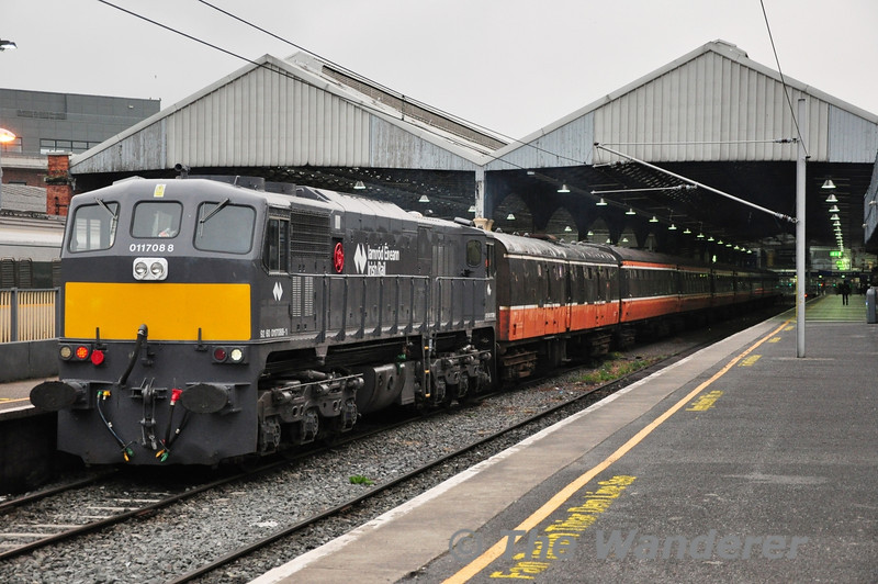 "088 was used to shunt release 209 and place the RPSI's Cravens coaches into platform 3 at Connolly. They would spend the night there before the railtour to Kilkenny on Sunday. Sat 24.08.13<br /> <br /> Finnyus photo: <a href=""http://www.flickr.com/photos/finnyus/9592182927/in/photostream/"">http://www.flickr.com/photos/finnyus/9592182927/in/photostream/</a>"