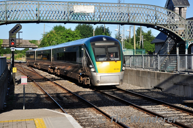 22004 arrives at Portarlington with the 0810 Portlaoise - Heuston. Fri 16.08.13