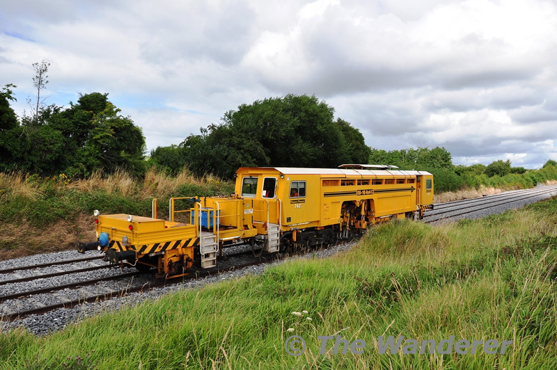 742 got a chance to stretch its axles today with a 1020 Skerries to Mallow transfer movement. The Tamper is pictured at Rosskelton, south of Portlaoise. Mon 12.08.13