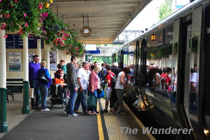 Passengers joining the 1115 Portadown - Bangor at Lisburn. Sat 24.08.13