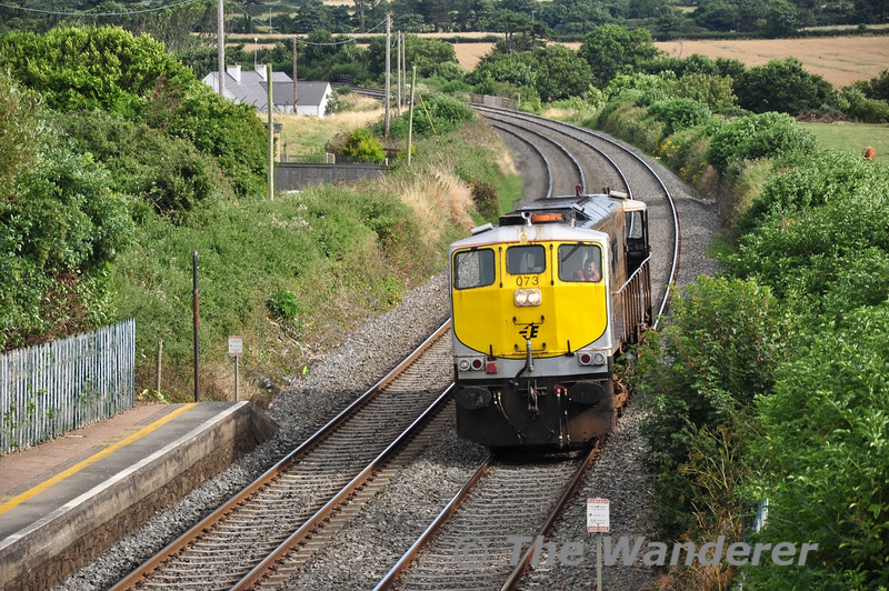 073 passes Gormanston Light Engine while heading from Connolly to Drogheda. Somewhat more suitable traction for the Tara Mines trains than 222 would have been. Sun 11.08.13