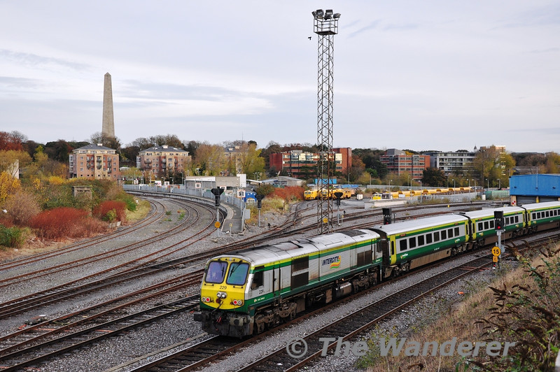 229 arrives at Heuston on the rear of the 0700 ex Cork. Tues 03.12.13