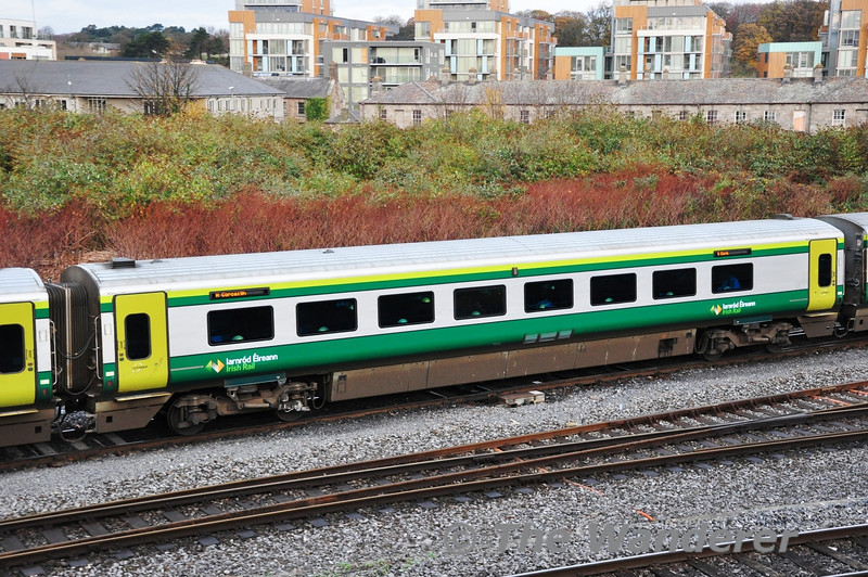 4207 in the formation of the 1000 Heuston - Cork. It is carrying the new IE Logo. Tues 03.12.13
