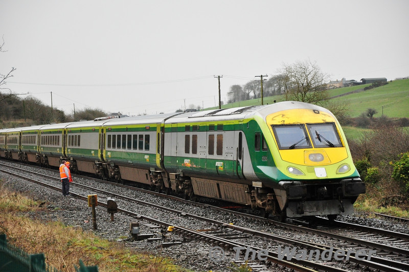 "4004 1520 Cork - Heuston passes Rathpeacon. Tues 12.02.13<br /> <br /> Finnyus also took a photograph of this location and it may be viewed at <a href=""http://www.flickr.com/photos/finnyus/8473431773/in/photostream"">http://www.flickr.com/photos/finnyus/8473431773/in/photostream</a>"