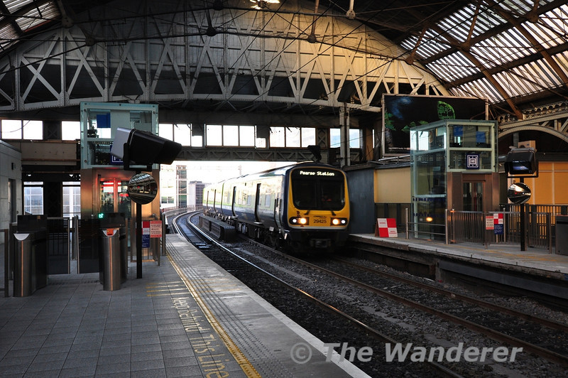 29025 arrives at Pearse with the 0835 from Drogheda. Note the new lifts at both platform ends. Wed 09.01.13