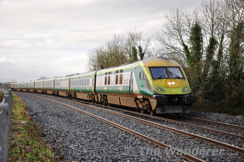 The 2013 Photos kick off with 4006 passing Kyle Crossing to the North of Limerick Jct. with the 0930 Cork - Heuston. The 0930 Cork - Heuston is normally formed of a 6 car ICR Premier Class set but with set displacement due to New Year's Day the service was formed of a MKIV set. Tues 01.01.13