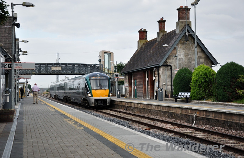 The regular passengers of the 0600 Cork - Heuston had to make do with the normal 3ICR on Wednesday, compared to the 3X3ICR's that operated the service on the Monday. 22063 flies through Portlaoise at 90 mph. Wed 17.07.13