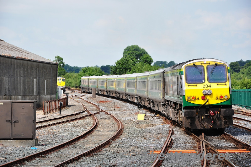 234 propels the 1420 Cork - Heuston out of Mallow. In the north up siding is 072 with a Ballast Train. It was working overnight on the Tralee line. Thurs 18.07.13