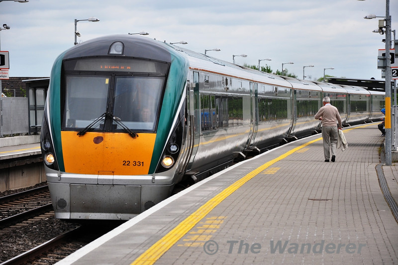 22031 arrives at Portarlington. 1325 Heuston - Limerick. Sun 02.06.13