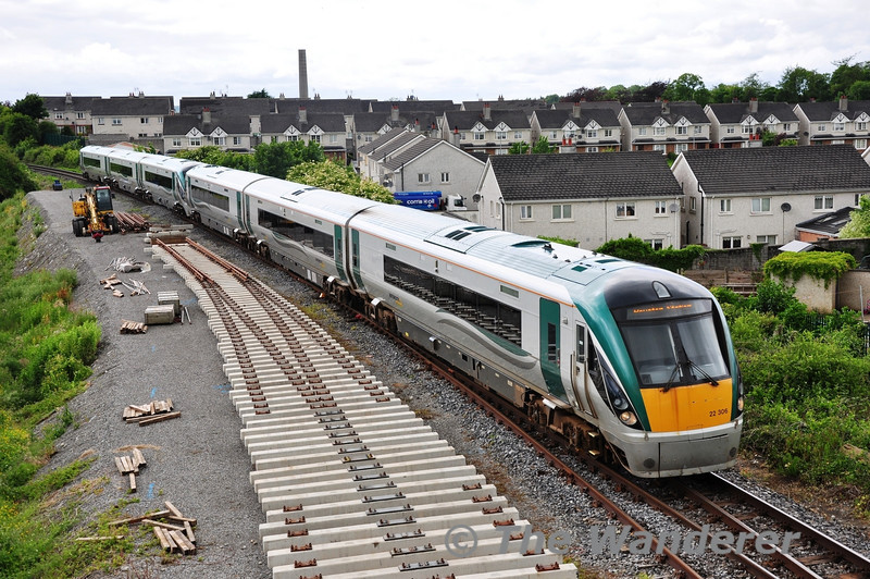 The 1310 Westport - Heuston service has once again been strengthened to 6 coaches for the Summer months. 22006 + 22019 are pictured arriving with the service at Clara. Note the new turnout under construction. Sat 22.06.13