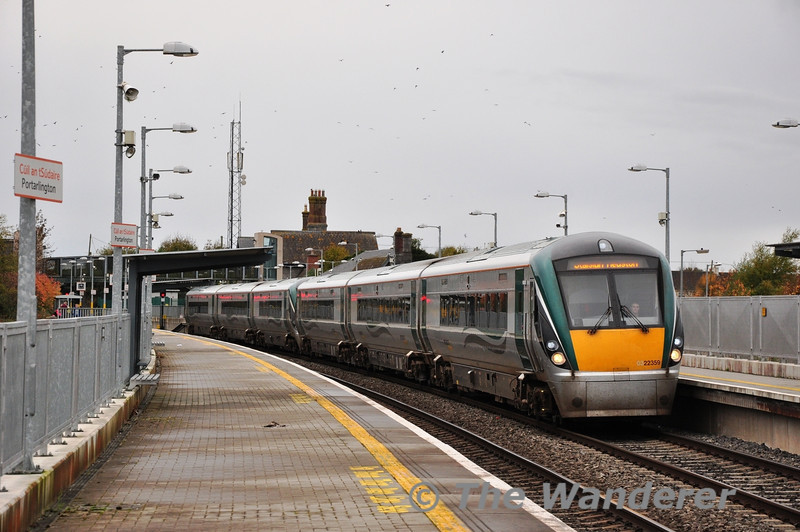 22059 + 22011 arrive at Portarlington with the 1305 Galway - Heuston. Sat 09.11.13