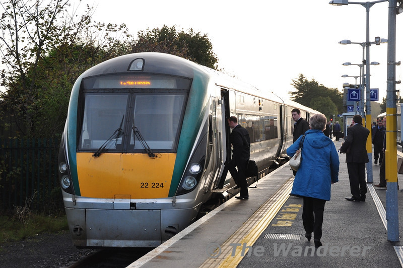 Passengers for the Galway line board 4 car 22024 at Athlone. It would be departing at 0905 for Galway. Fri 01.11.13