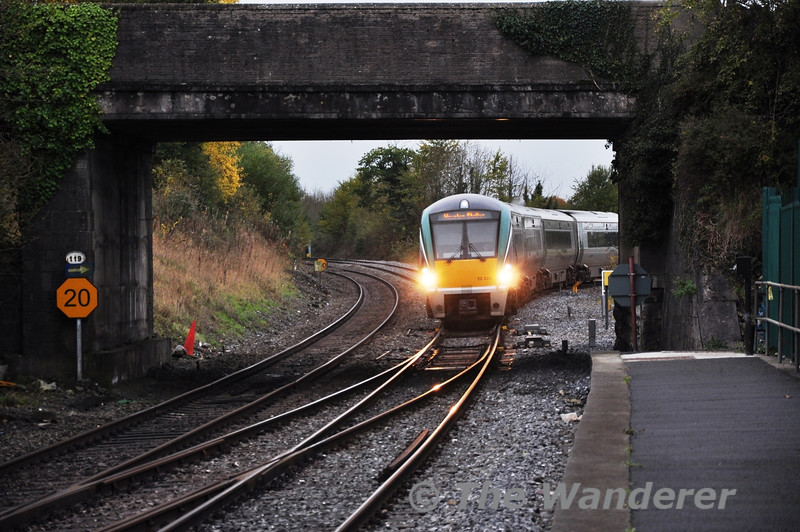 22028 comes off the Athlone Branch at Portarlington with the 1310 Westport - Heuston. Sat 09.11.13