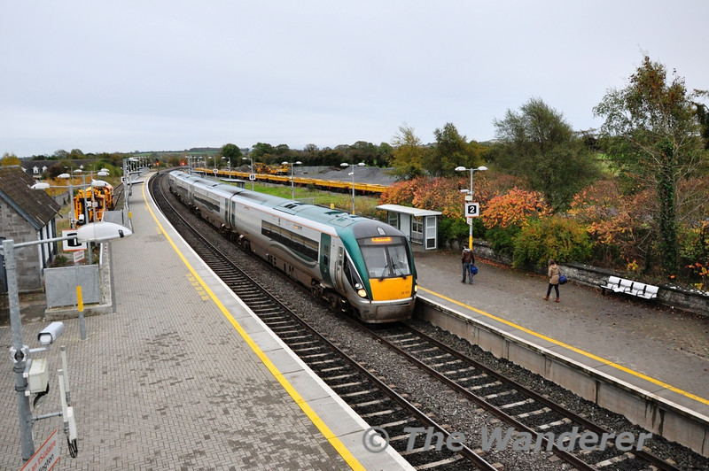 "Phase II of the 22000 fleet reconfiguration is now underway with the ""Premier Class"" sets giving up the 224xx and 225xx vehicles for insertion to sets 22001 - 22030. 22032 and 22033 were reduced to four cars at Laois Depot in the past week. Despite being the 2nd conversion, 22033 was the first to be let loose on Saturday when it worked the 0540 Laois Depot - Heuston, 0725 Heuston - Waterford, 1100 Waterford - Heuston and 1525 Heuston - Limerick. The latter service is seen arriving at Portarlington with the A1 vehicle leading. Sat 09.11.13"
