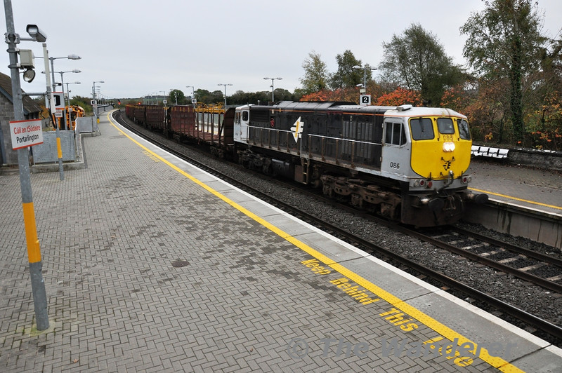 After waiting in the region of 45 minutes for a path on the Athlone Branch, 086 finally gets underway from Portarlington with the 70 minute late 1130 Waterford - Westport empty Timber. Sat 09.11.13