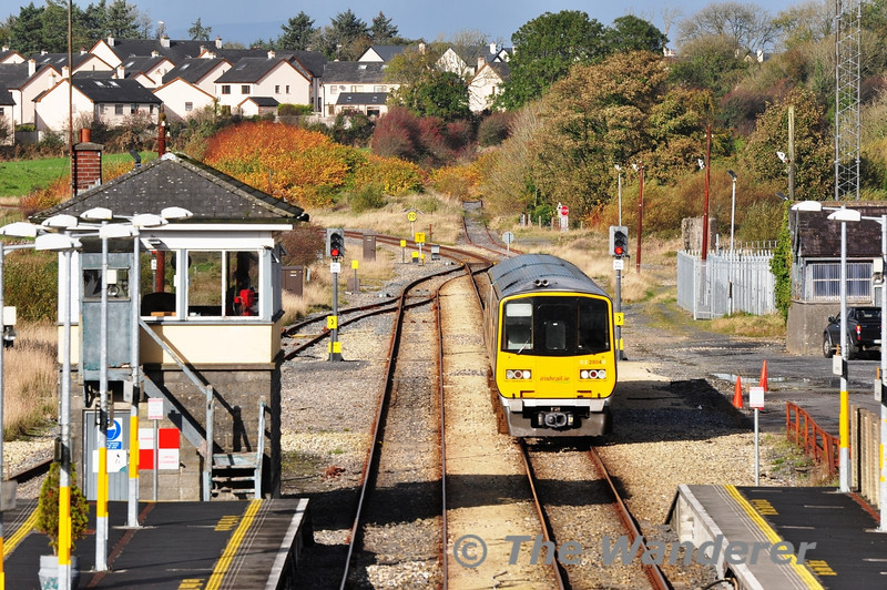 2804 + 2803 arrive at Claremorris with a early running 1137 Ballina - Galway DMU Transfer. Fri 01.11.13
