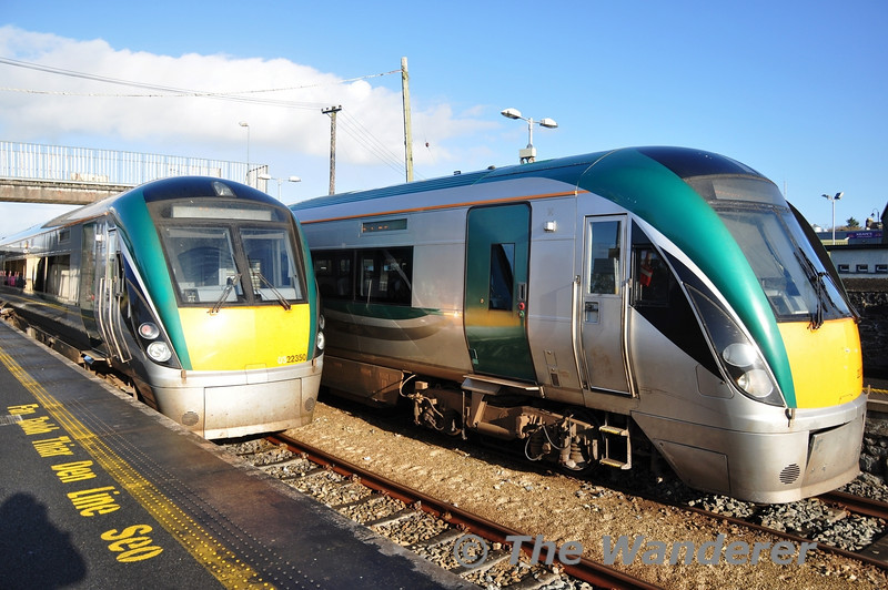 Trains crossing at Claremorris. 22006 + 22050 cross 22003 which was working the 0945 Westport - Heuston. Fri 01.11.13