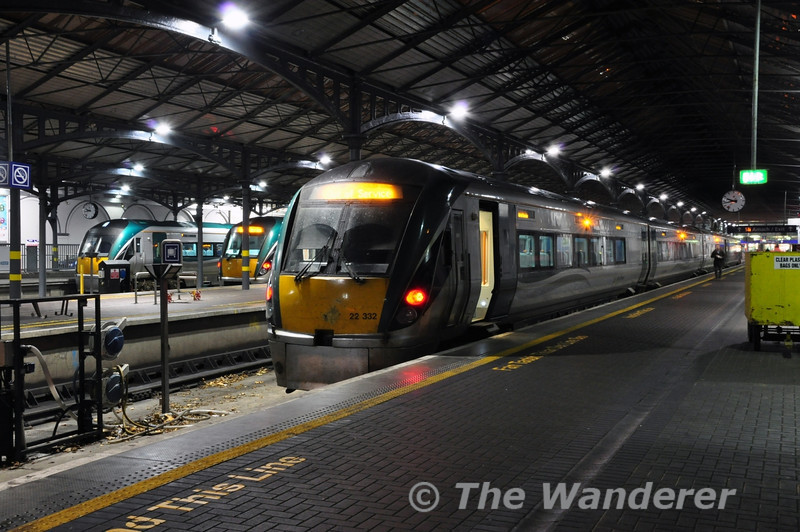 Four Car 22032 waits to depart Heuston with the 2210 Heuston - Portlaoise. In the backround is 22016 & 22010 and these will both be part of the 2230 Heuston - Laois Depot Empty. Thurs 28.11.13