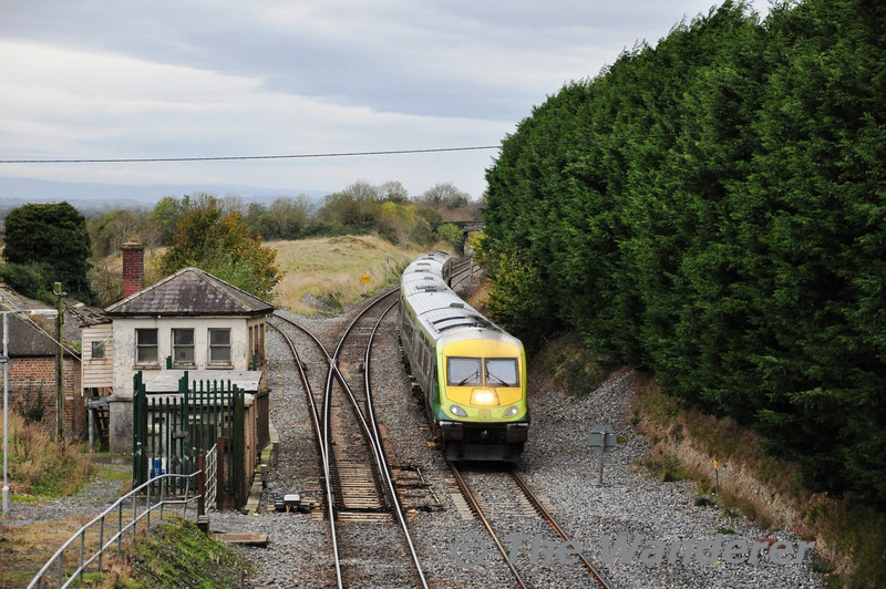 4005 passes the disused signal cabin at Cherryville Jct. with the 1320 Cork - Heuston. Sun 10.11.13
