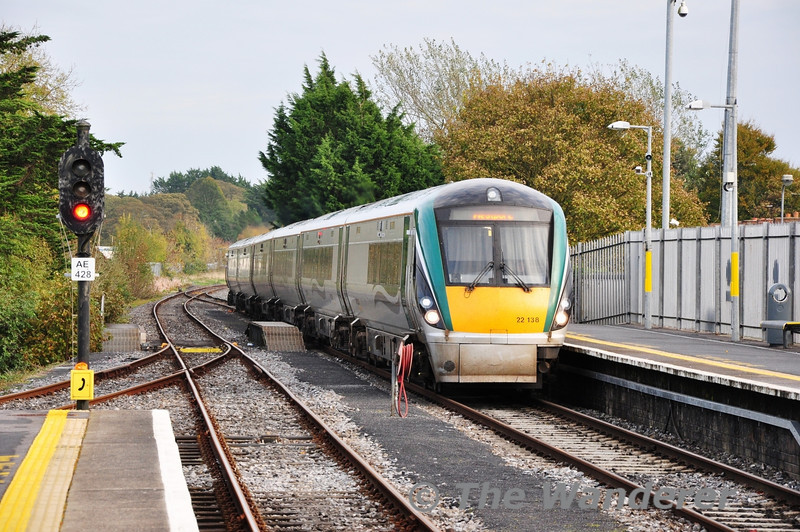 22038 arrives at Athlone with the 1335 Heuston - Westport. It would cross the 1315 Westport - Heuston service at Athlone. Sun 03.11.13