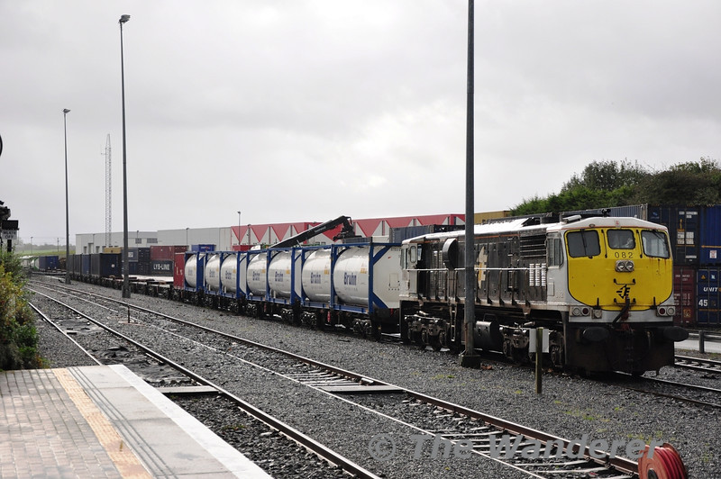 082 stabled at Ballina. The Liner next to it is Monday's IWT to North Wall in Dublin which will be worked by 220. Sat 02.11.13