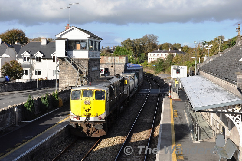 073 passes Roscommon with the late running 1105 Ballina - Waterford DFDS Liner. Fri 01.11.13