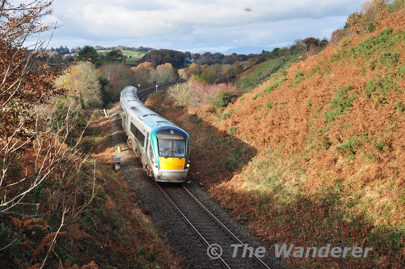 22024 rounds the curve at Minish with the 1150 Tralee - Heuston service. Sun 24.11.13