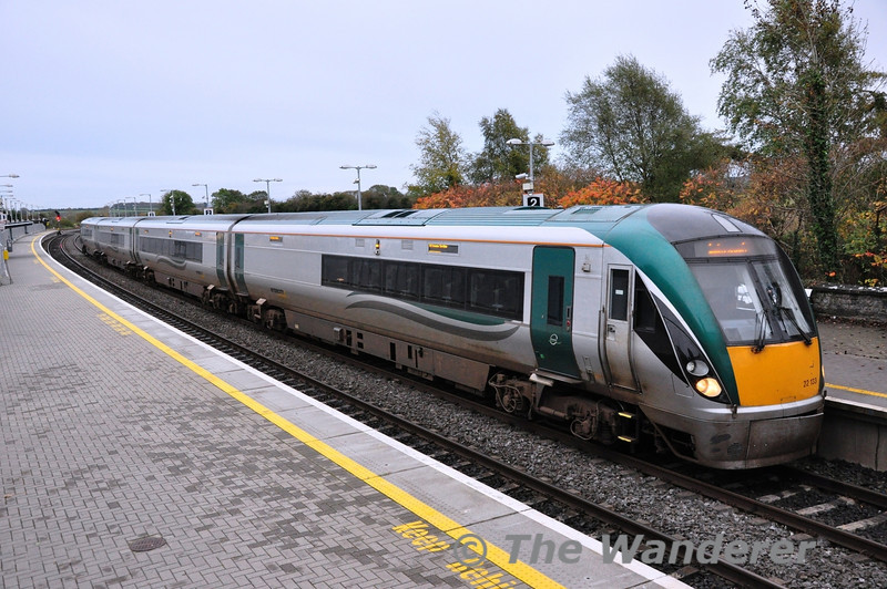 4 Car Premier Class 22033 at Portarlington with the 1525 Heuston - Limerick. Sat 09.11.13