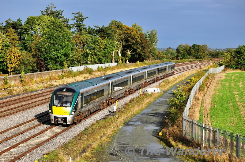 22040 passes Stacumny Bridge with the late running 1510 Heuston - Waterford. Sat 19.10.13
