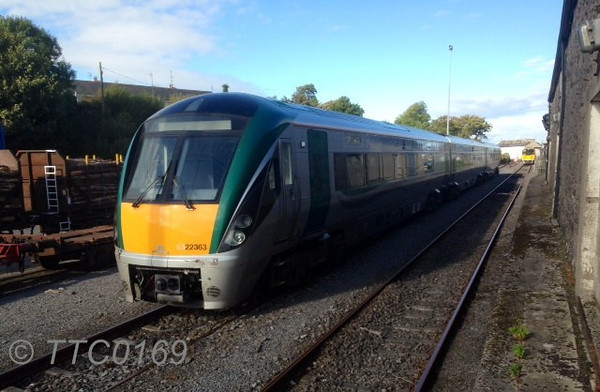 22063 makes a rare sight in Ballina after it had operated empty from Heuston. The following morning it would be operating the 0700 G.A.A. Special to Dublin Heuston for the All Ireland Football Final. In the backround 2811 + 2812 wait to depart Ballina with the 1655 to Manulla Jct. Sat 21.09.13. Photo Courtesy of TTC0169.