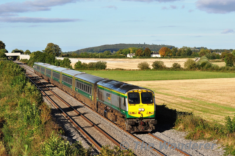 In glorious evening sunshine, 224 passes Carn in Co. Laois with the 1700 Heuston - Cork. Sun 22.09.13