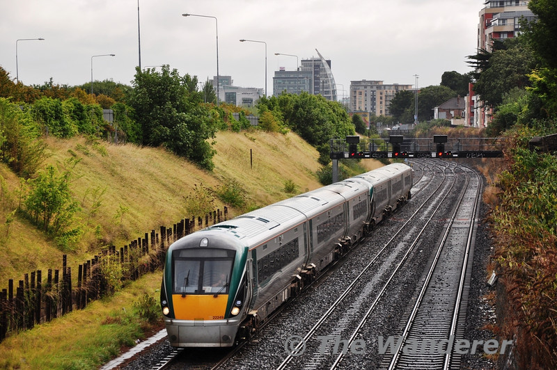 After working the 0745 Spl. from Cork, 22049 + 22051 were quickly dispatched back to the Rebel City to form the 1420 Cork - Heuston Intercity service. The Gullet. Sun 08.09.13