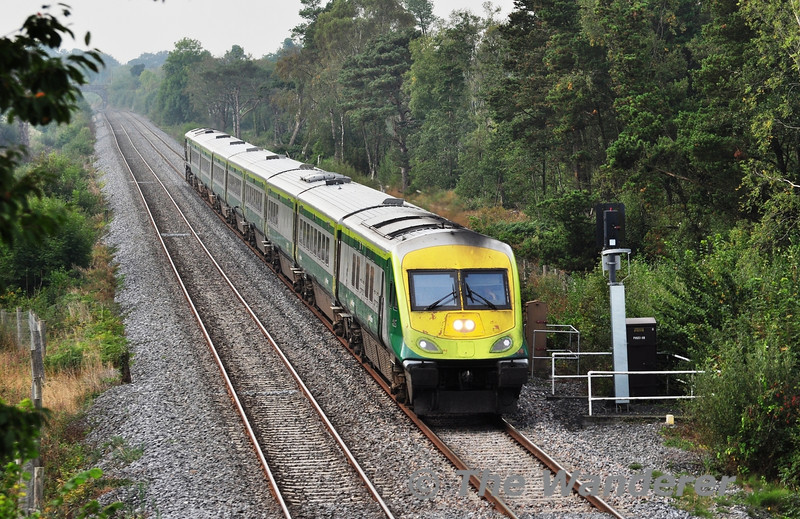 4006 leads the 0905 Cork - Heuston G.A.A. Special past Kilbride Bridge, Portarlington.  Sat 28.09.13