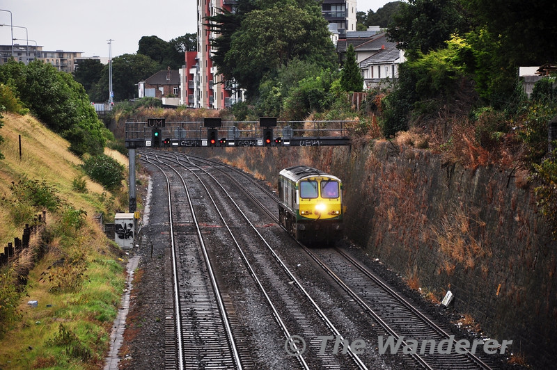 """220 runs light engine from Heuston to Inchicore on the """"Taxi Job"""". The Gullet. Sun 08.09.13"""
