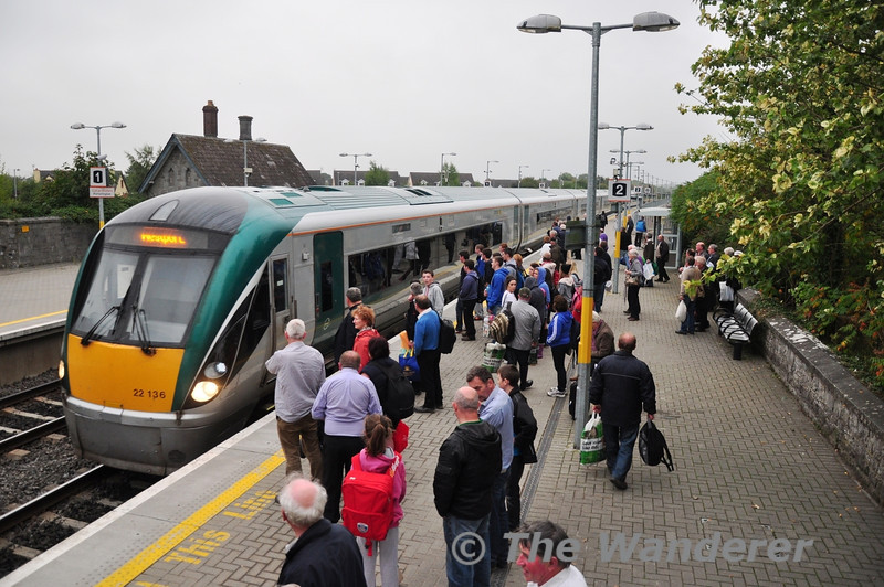 A large crowd awaits the arrival of 22036, which was working the 1815 Heuston - Westport. Wed 25.09.13