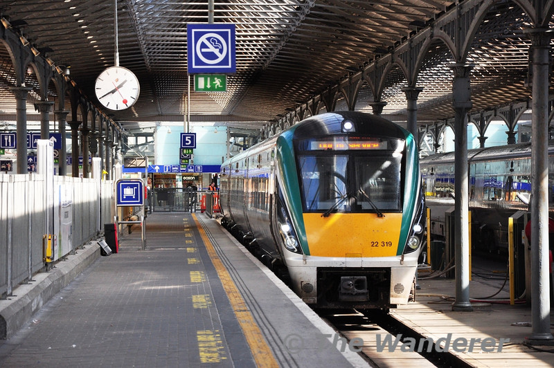 22019 stabled at Heuston's platform 2. It would later be forming the 1600 to Cork. Tues 03.09.13