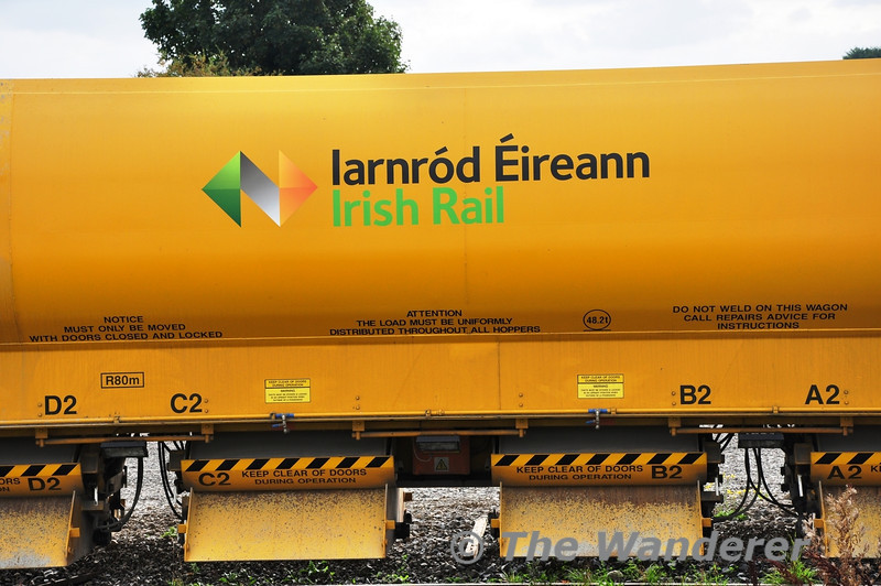 HOBS wagon 9352015 is the first wagon to receive the new Iarnrod Eireann Logo. It shows it off at Portarlington on Wednesday 25th September 2013. Wed 25.09.13