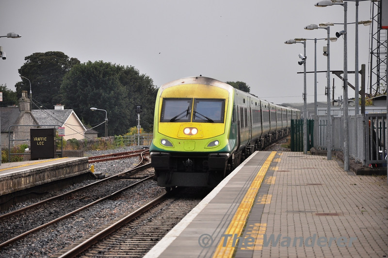 4008 arrives at Portlaoise with a very busy and slightly late 1520 Cork - Heuston. Due to a fault on locomotive 224 at the rear of the train it was replaced at Heuston with a fresh 201 ex Inchicore for the return trip to Cork at 1900 hrs. Fri 27.09.13