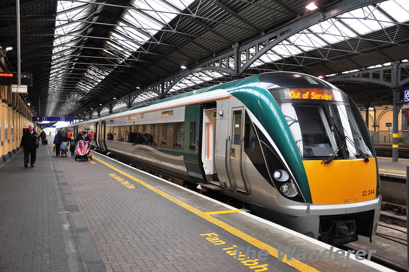 22044 stands at Heuston Station a couple of minutes after arriving with the 0805 ex Galway. Sun 15.09.13