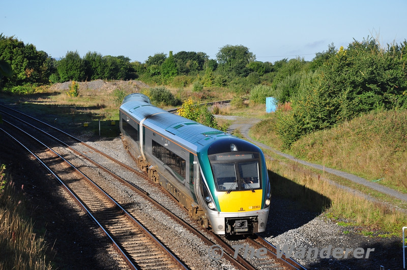22063 comes off the Athlone line at Portarlington with the 0700 Ballina - Heuston G.A.A. Special. Sun 22.09.13