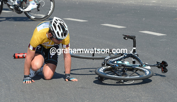 Mark Cavendish is down..!