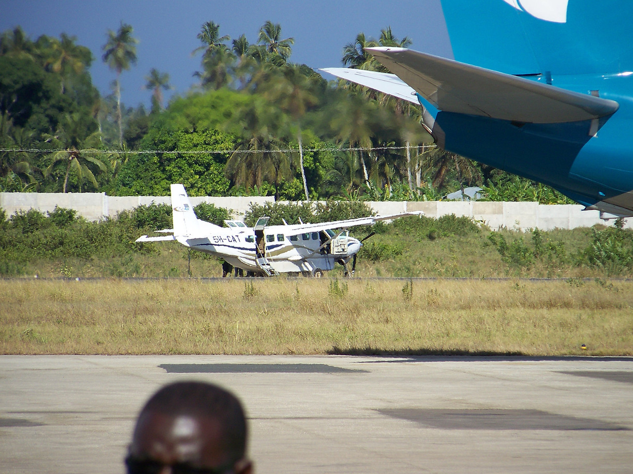 0986 - Disabled Plane Remains on Runway at the Zanzibar Intl Airport - Zanzabar - Tanzania.JPG