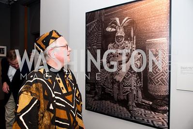 Chuck Ludlam admires an Elisofon photograph