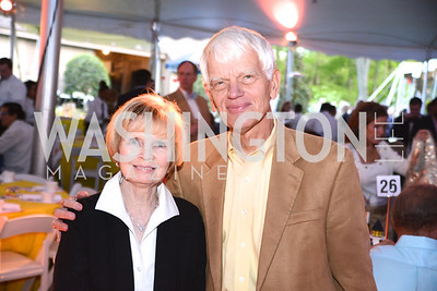 Hector Alcalde, Linda Sullivan, Annual 'Life with Cancer' Lobster Extravaganza, at the home of Milton Peterson.  Saturday May 4, 2013.  Photo by Ben Droz.