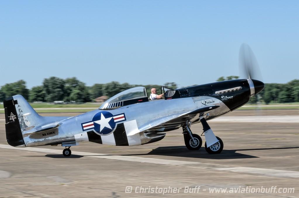 Scott Yoak moves Quick Silver to the Hot Ramp - Christopher Buff, www.Aviationbuff.com