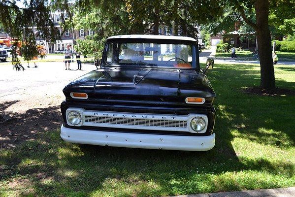 Downtown Willoughby Cruise 2014