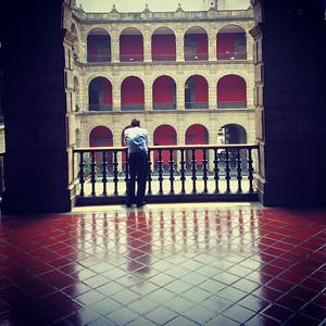 Handyman takes a break at the palacio