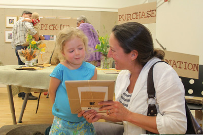 IMG_1481 JPG tessa westbrook and daughter aven,4, of pomfret, set to unwrap art, crop to level